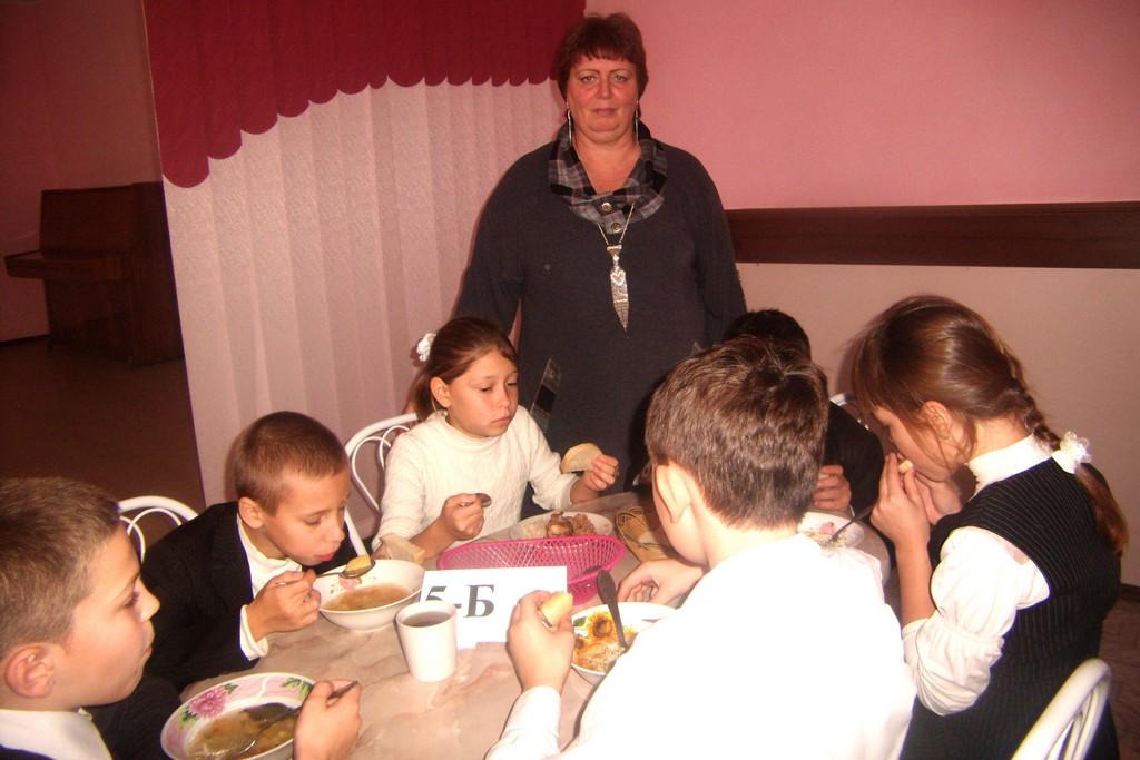 їдальні фото гарні діти шкільні і